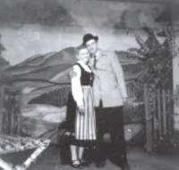 """Foto von """"Im Schwalbenhof"""" 1956 mit Inge Jantke und Kurt Meyer"""