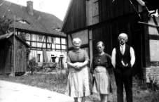 Karl August Wünsche mit Ehefrau und Tochter Agnes, um 1935