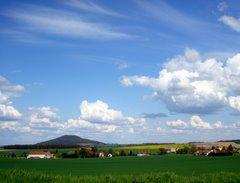 Blick über Friedersdorf  zur Landeskrone