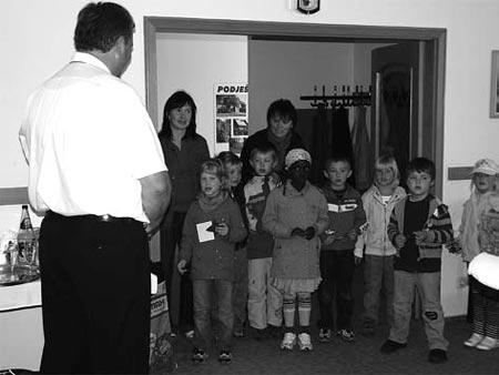 Kinder aus Jauernick-Buschbach im Rathaus.<br />Foto: Knack