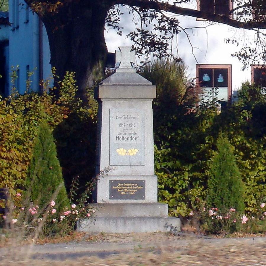 Der Familie Günter Matthes ist es zu verdanken, dass das Kriegerdenkmal nicht nur zu den entsprechenden Gedenktagen ein Ort des Gedenkens ist.