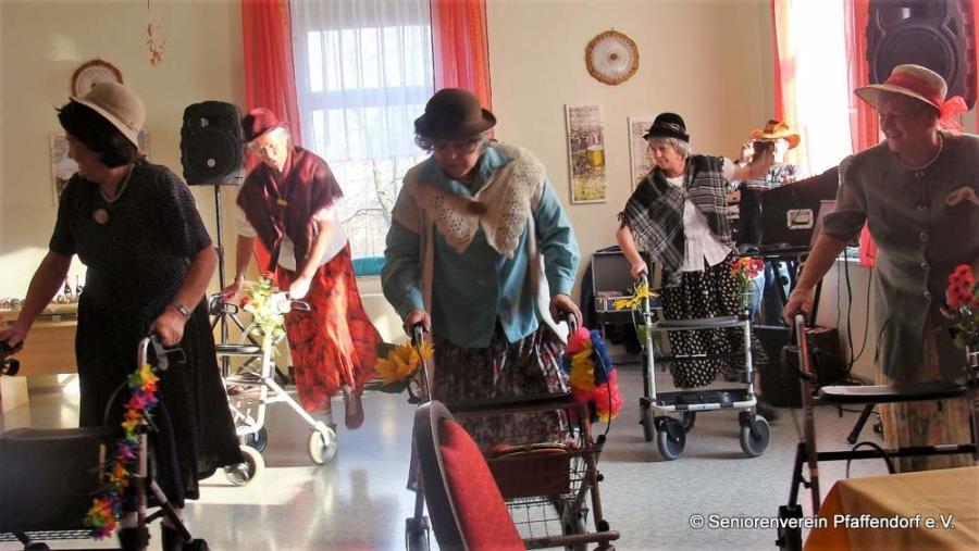 Am 20. Februar 2019 hat der Pfaffendorfer Seniorenverein auf Schloss Pfaffendorf seinen wilden Fasching gefeiert, inklusive Auftritt der spektakulären