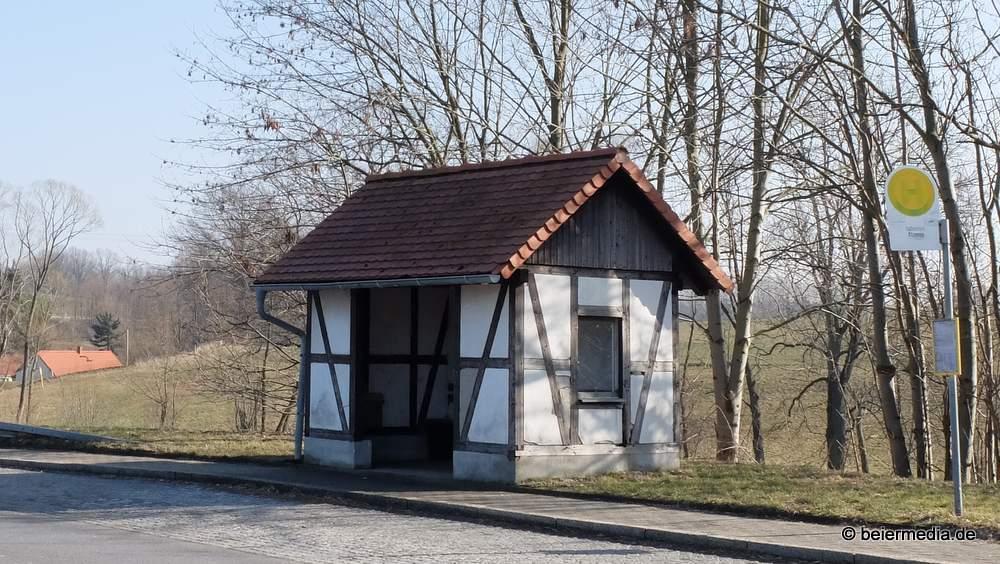 Die Bushaltestelle an der B6 in Richtung Görlitz