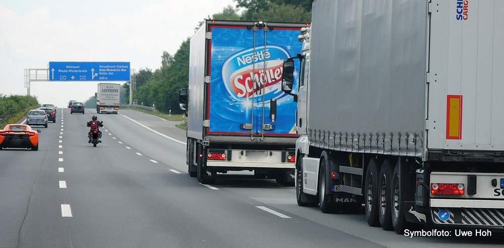 Der Lkw-Verkehr ist auf deutschen Autobahnen zur Belastung geworden, zwischen Görlitz und Dresden fahren sie oft als durchgehendes Band dicht an dicht. Andererseits ist Lkw-Logistik hocheffizient, nicht zuletzt dank moderner Telematiksysteme