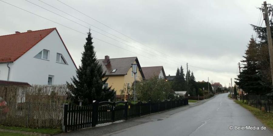 Der Kirchberg in Markersdorf. Äußerlich erkennbar ist die Digitalisierung nur am DSL-Kabel am Mast ganz rechts.