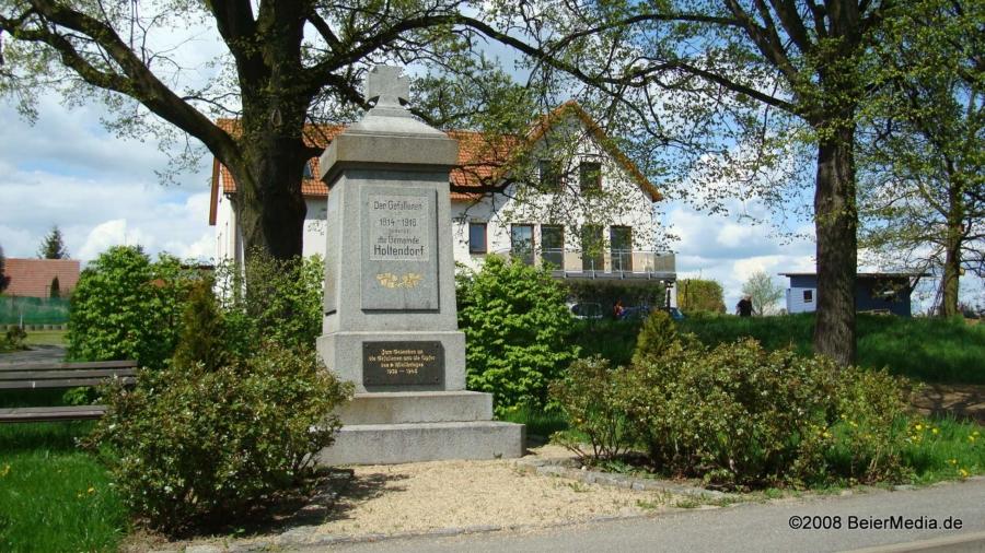 Das Kriegerdenkmal in Holtendorf im Archivfoto von 2008