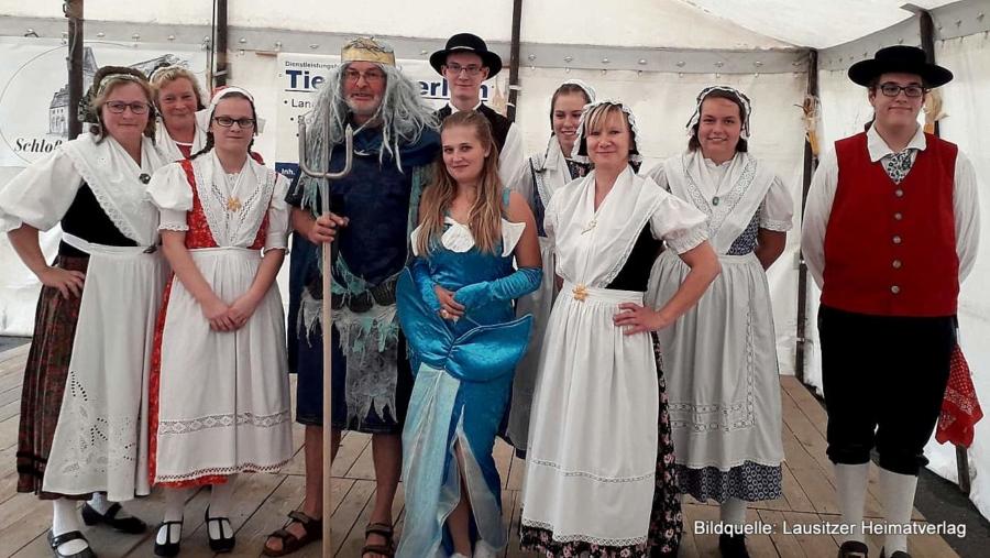 Der Niederschlesische Tanzkreis Rübezahl beim Herbstauftritt in Zoblitz