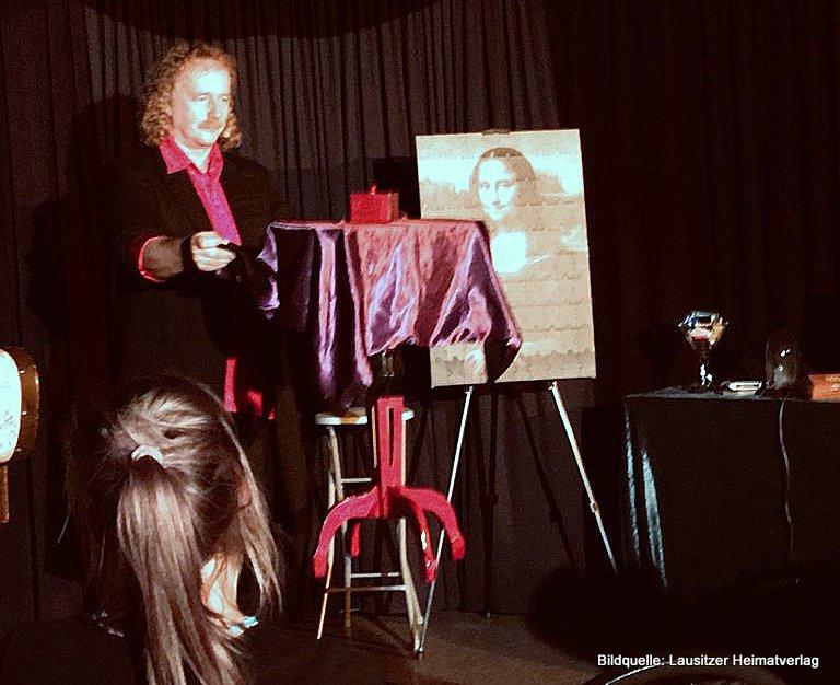 ...und dann schwebte der Tisch!<br />Der Görlitzer Magier Ralph Kunze zu Gast in Pfaffendorf im Magischen Salon