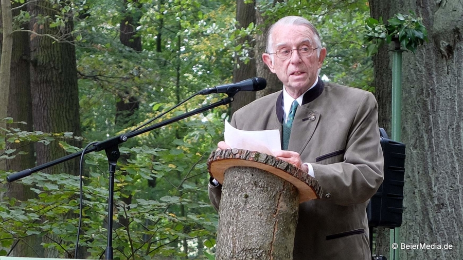 Gotthardt von Wallenberg Pachaly bei der Eröffnung des Friedwaldes im Deutsch-Paulsdorfer Schlosspark