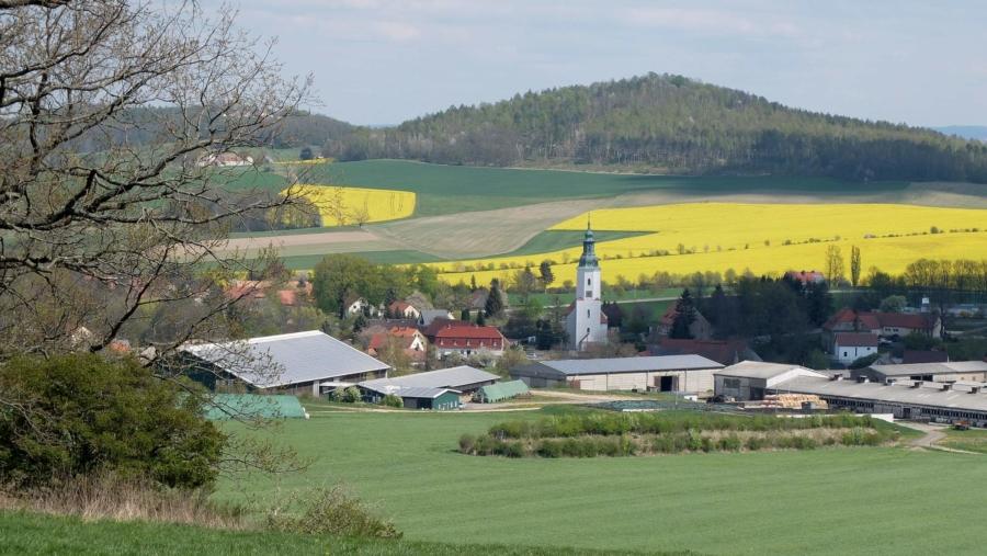 Friedersdorf mit der Bauernkirche St. Ursula