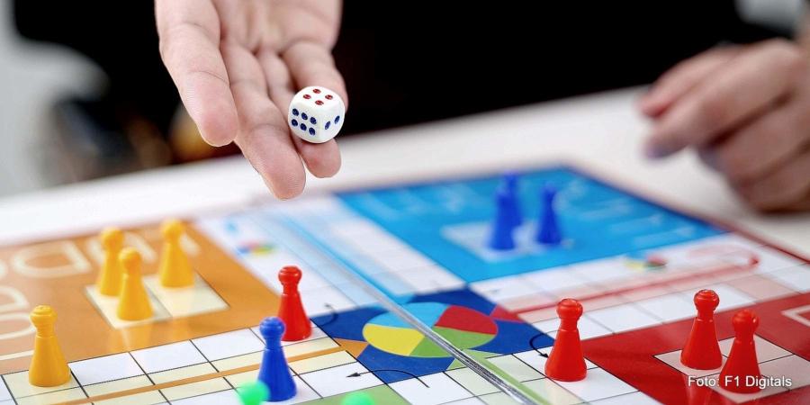 Öfter miteinander zu spielen ist nur eine der Möglichkeiten, sich und Kindern Abwechslung zu verschaffen