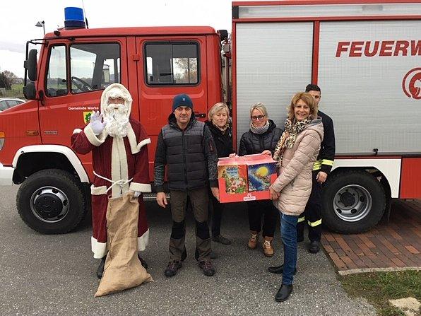 Rentierschlitten war gestern: In Gersdorf kam der Weihnachtsmann mit der Feuerwehr