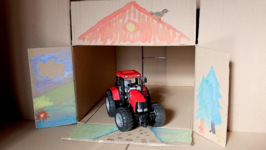 Endlich hat der Traktor eine Garage!