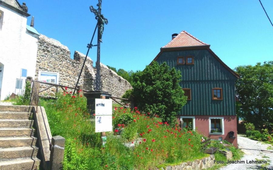 In Jauernick-Buschbach, hoch über dem Berzdorfer See