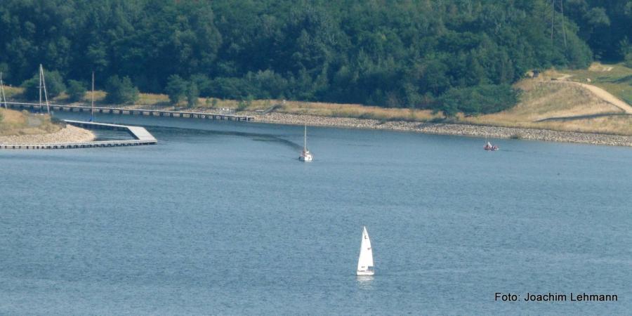 Berzdorfer See: an der Hafeneinfahrt in Tauchritz