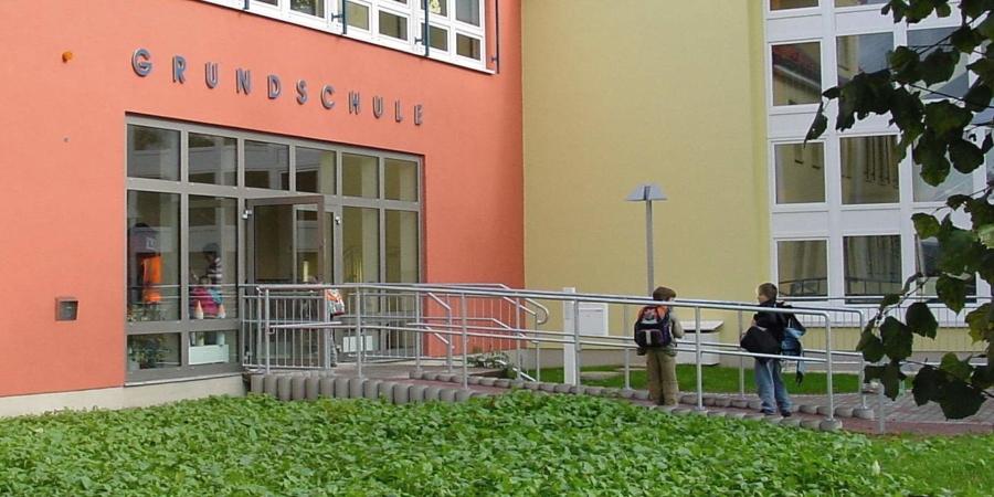 Haupteingang der Grundschule Markersdorf