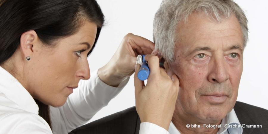 Bei der Otoskopie werden der äußere Gehörgang und das Trommelfell inspiziert