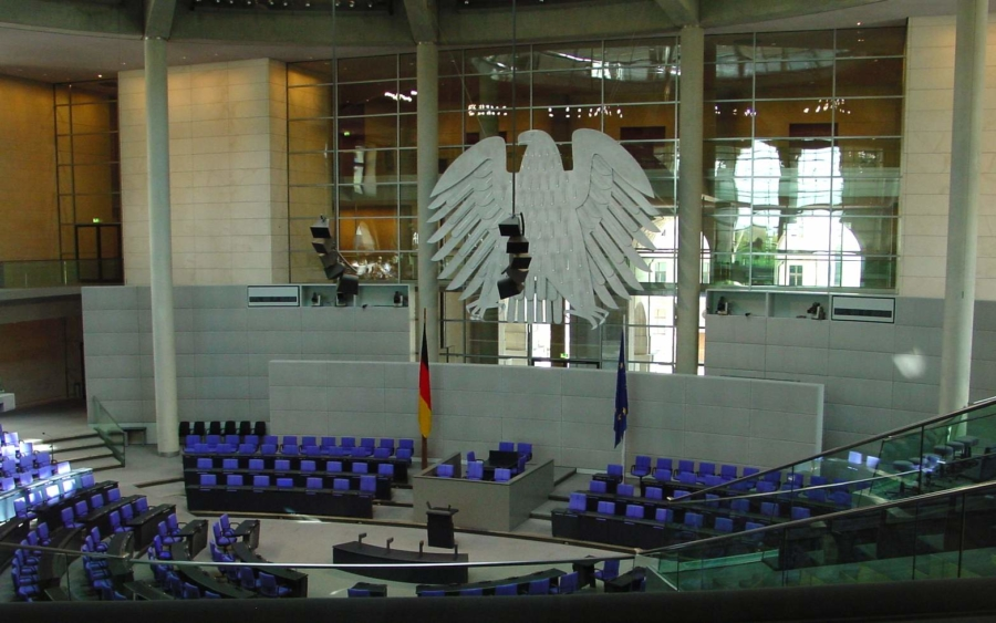 Der Plenarsaal des Deutschen Bundestages im Reichstagsgebäude. Wer hier Platz nehmen wird, entscheidet die Wahl am 26. September 2021