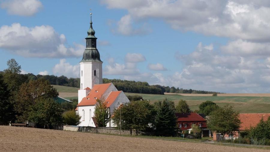 Die sanierte Friedersdorfer Kirche ist ein Blickfang