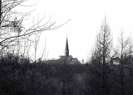 Katholische Kirche vom Ringweg am Berzdorfer See. Foto: Knack
