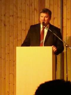 """Bürgermeister<br />Thomas Knack""""/></a><br /><figcaption>Bürgermeister<br />Thomas Knack</figcaption>Der Neujahrsempfang richtet sich vor allem als Dankeschön an verdiente und besonders engagierte Bürger aus der gesamten Gemeinde sowie an die örtlichen Unternehmer.</p> <p>Angereist waren die Gäste aber nicht nur als den sieben Markersdorfer Ortsteilen, sondern auch aus den Partnergemeinden Erligheim, Krotoczyce und Oscena. </p> <p>Auch Vertreter der Nachbarkommunen, so aus Görlitz, Reichenbach, Schönau-Berzdorf, Schöpstal und Sohland, des Görlitzer Landratsamtes und der Görlitzer Stadtwerke konnte der Markersdorfer Bürgermeister Thomas Knack begrüßen.<br  /><a href="""