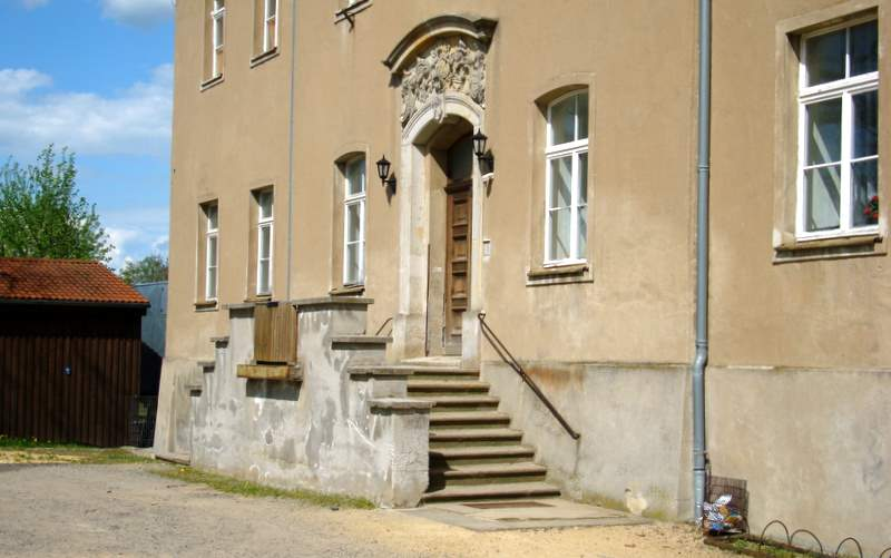 Das Portal des Deutsch-Paulsdorfer Schlosses.