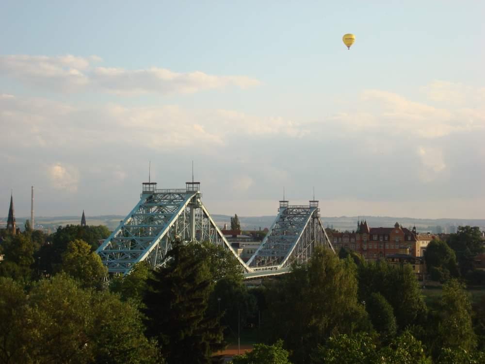 Das Blaue Wunder soll durch die Waldschlösschenbrücke stark vom Verkehr entlastet werden.