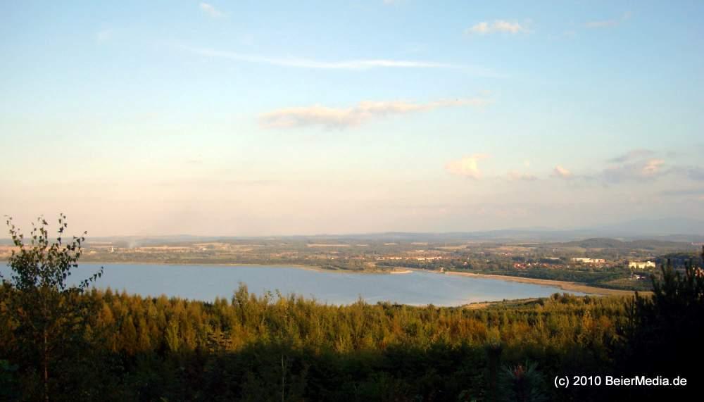 Der Südzipfel des Berzdorfer Sees, im Hintergrund der zukünftige Hafen.