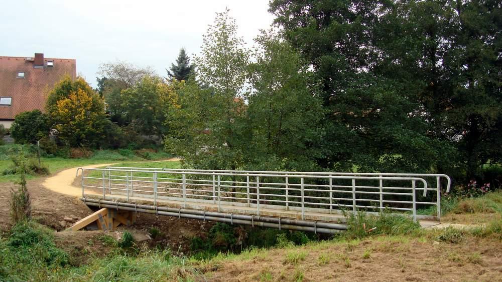 Die Brücke ist für die meisten Holtendorfer der Zugang zu den Ärztehäusern und zum Bus. Dank viel Initiative ist sie jetzt wieder begehbar, die Wege sind verbreitert und befestigt.