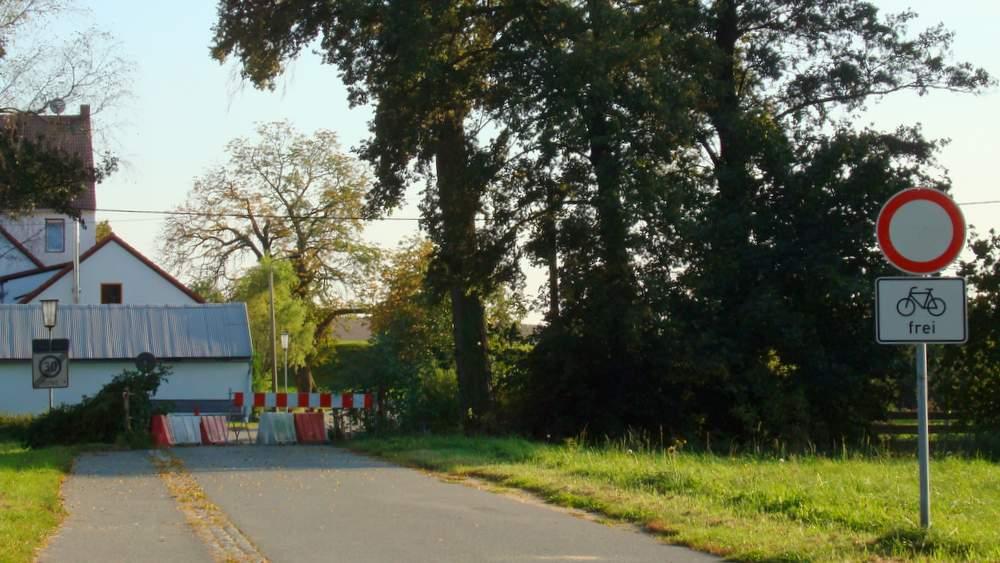 Für Kraftfahrzeuge bis auf weiteres gesperrt: Die für Holtendorf wichtige Richbrücke.
