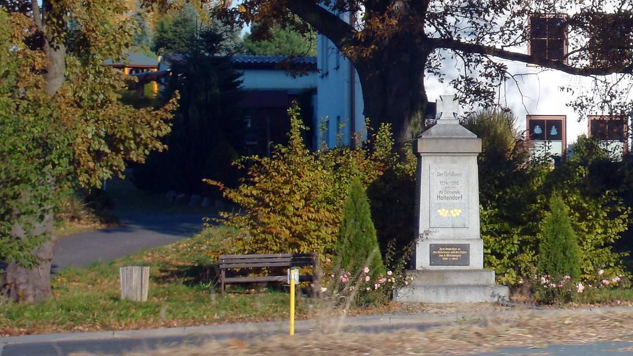Das Kriegerdenkmal an der Mittelstraße in Holtendorf.