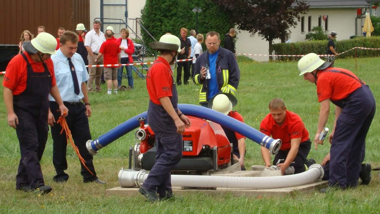 Beim Löschangriff in Gersdorf. Archivbild aus dem Jahr 2008.
