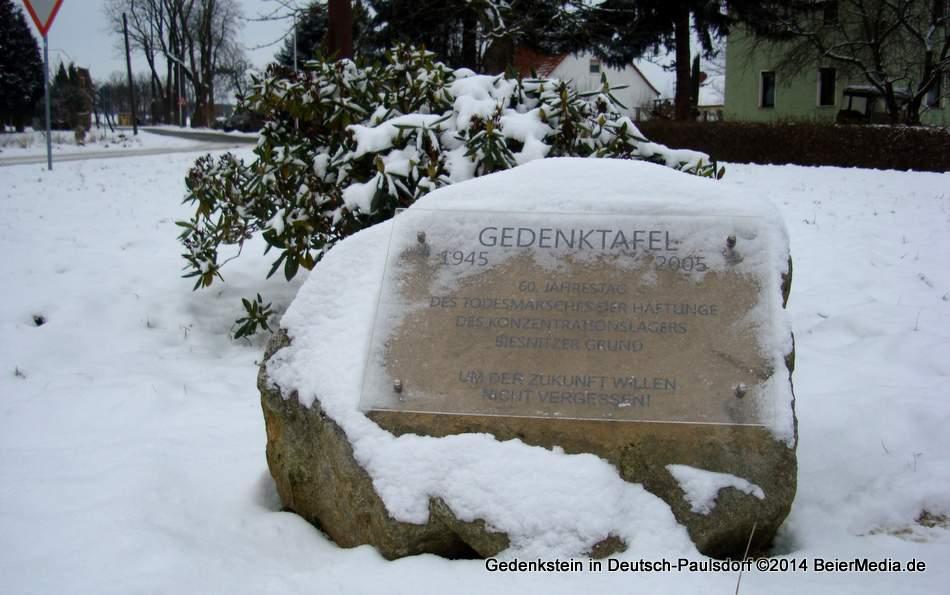 Erinnerung bewahren: Der Gedenkstein liegt vielen Deutsch-Paulsdorfern am Herzen.