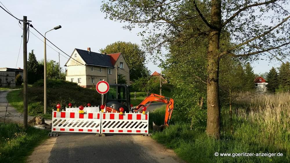 Kein Durchkommen gab es an dieser Baustelle am Spinnteich in Holtendorf.<br />Inzwischen ist die Straße wieder frei.