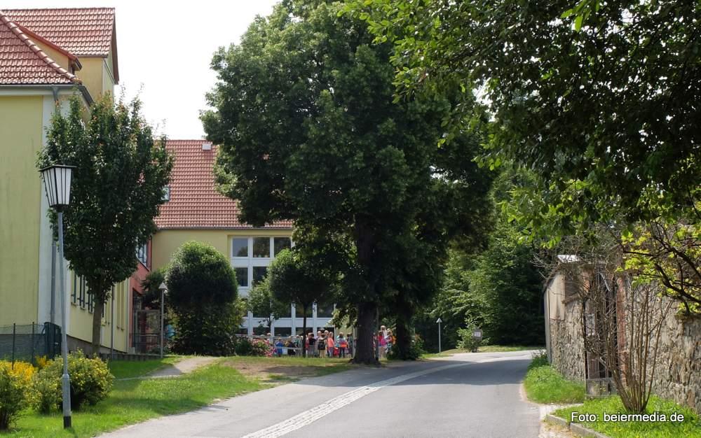 Eine neue Kita in der Nähe der Grundschule Markersdorf (Abbildung) wäre für viele Eltern logistisch vorteilhaft, vor allem, wenn sie auch Schulkinder haben.