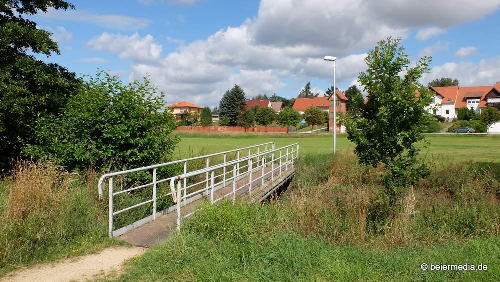 Die Brücke an den Ärztehäusern in Holtendorf.