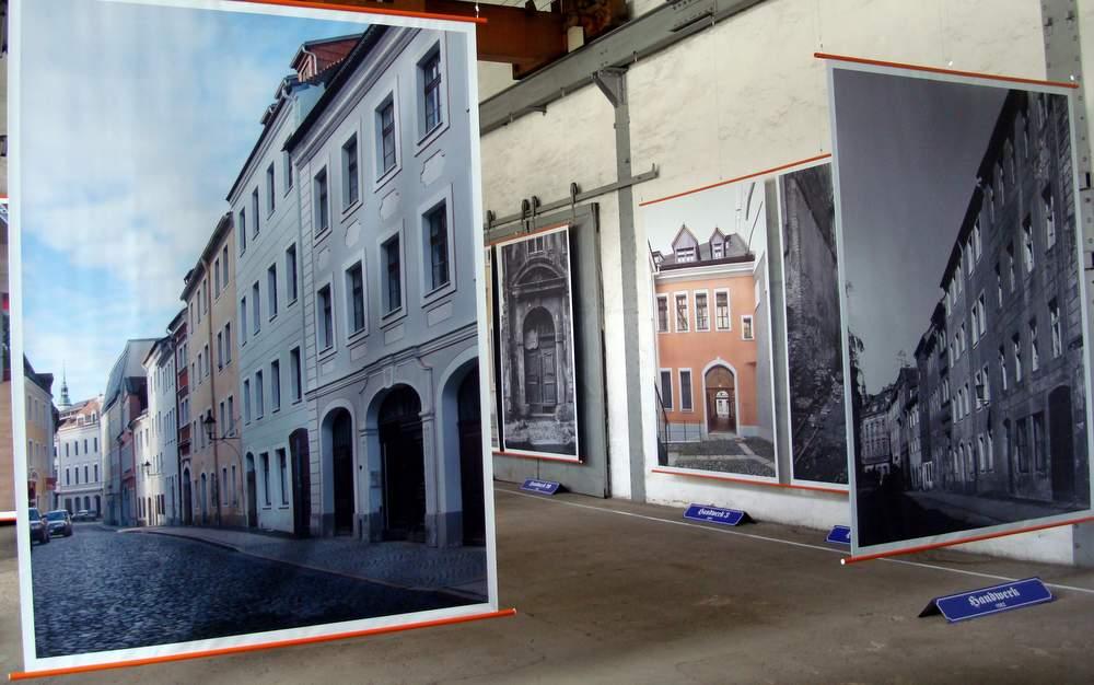 Der direkte Vergleich der Gebäude, meist aus derselben Perspektive fotografiert, zeigt den Besuchern die faszinierende Entwicklung von Bauten innerhalb der letzten 30 Jahre.