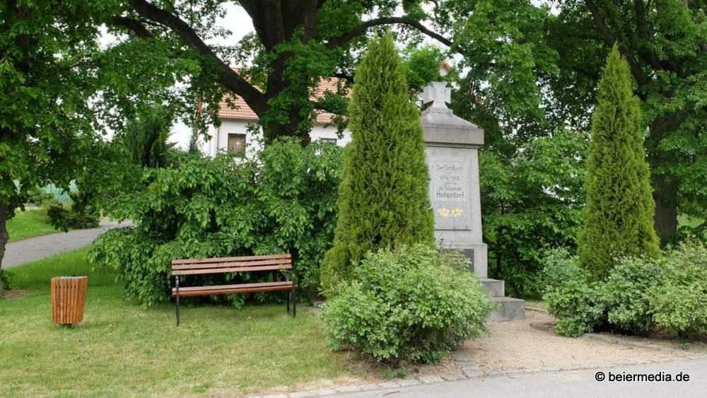 Das Denkmal für die Gefallenen des Ersten Weltkriegs in Holtendorf lädt zum Verweilen ein.