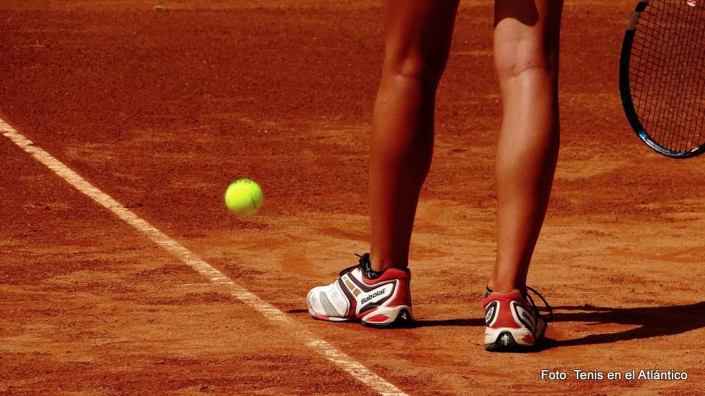 Noch ungelüftet ist das Geheimnis der Gersdorfer Tennisfreunde, wem diese Beine gehören. Sicher scheint nur: Den beiden neuen Vereinsmeistern nicht!