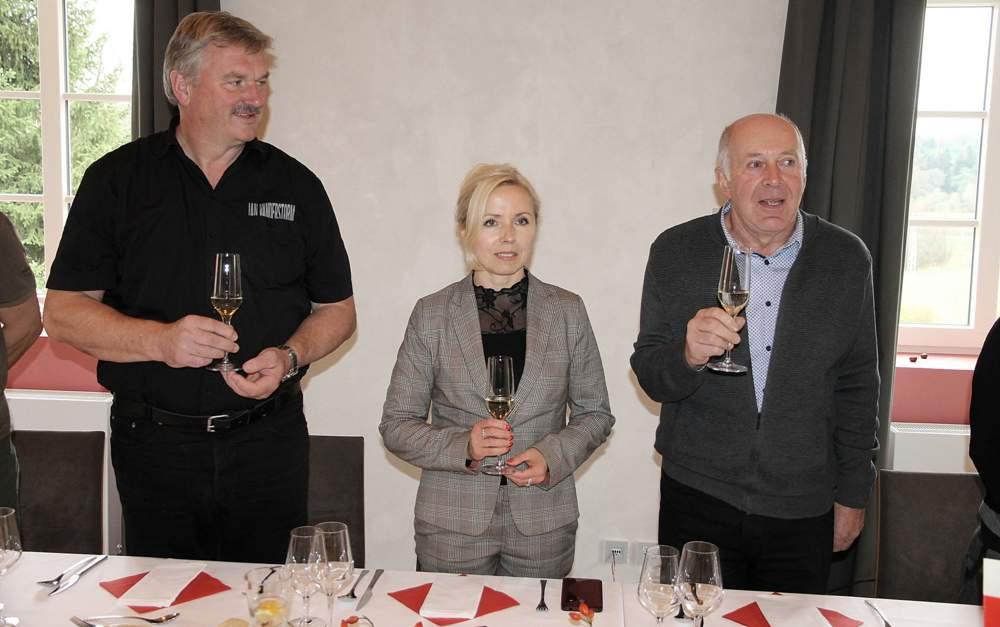 Treffen der Bürgermeister (v.l.) Thomas Knack (Markersdorf), Beata Castanjeda-Trujillo (Krotoszyce) und Jirí Hauzer (Osecná) im Jahr 2018 in Osecná